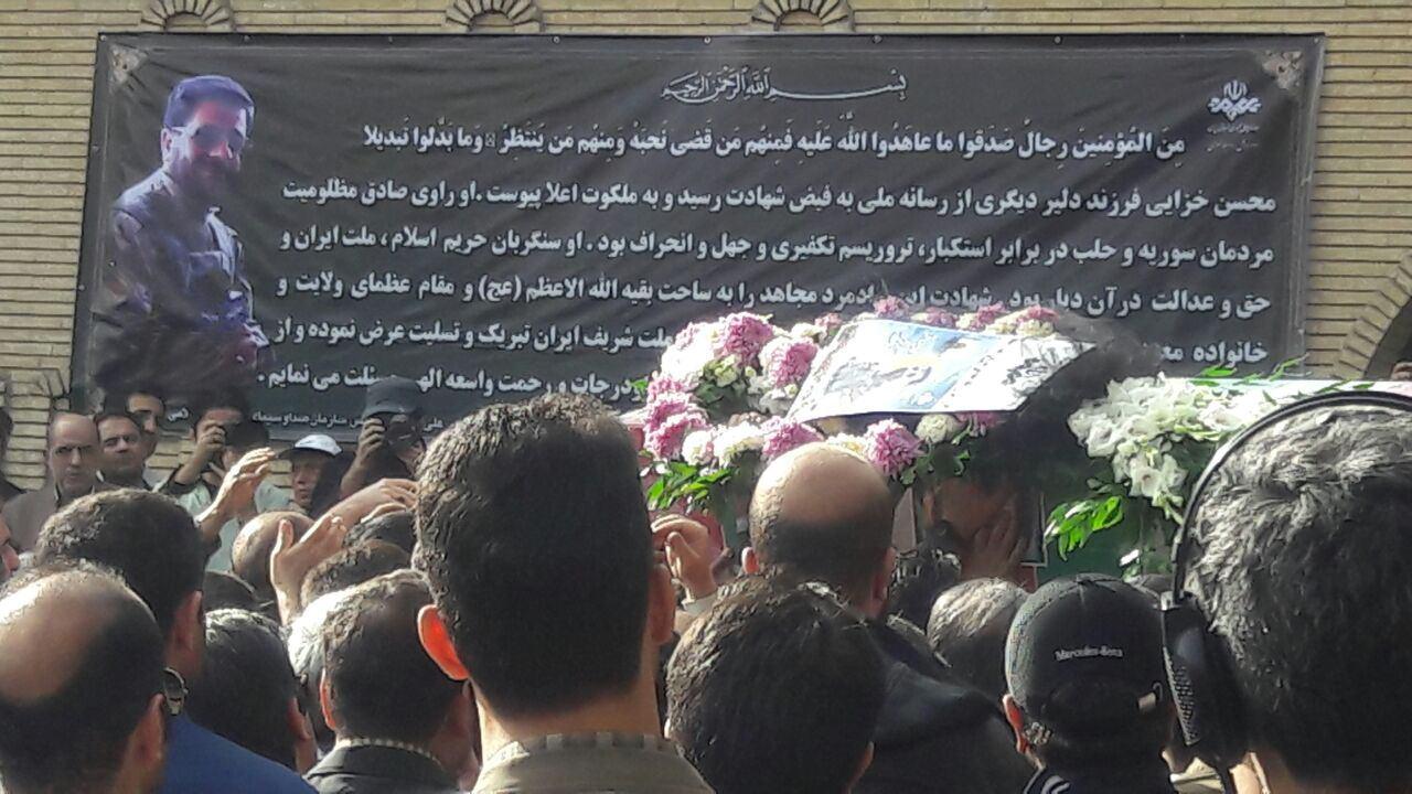 لحظه به لحظه با تشییع پیکر راوی صادق/ وداع با شکوه مردم با خبرنگار شهید محسن خزایی