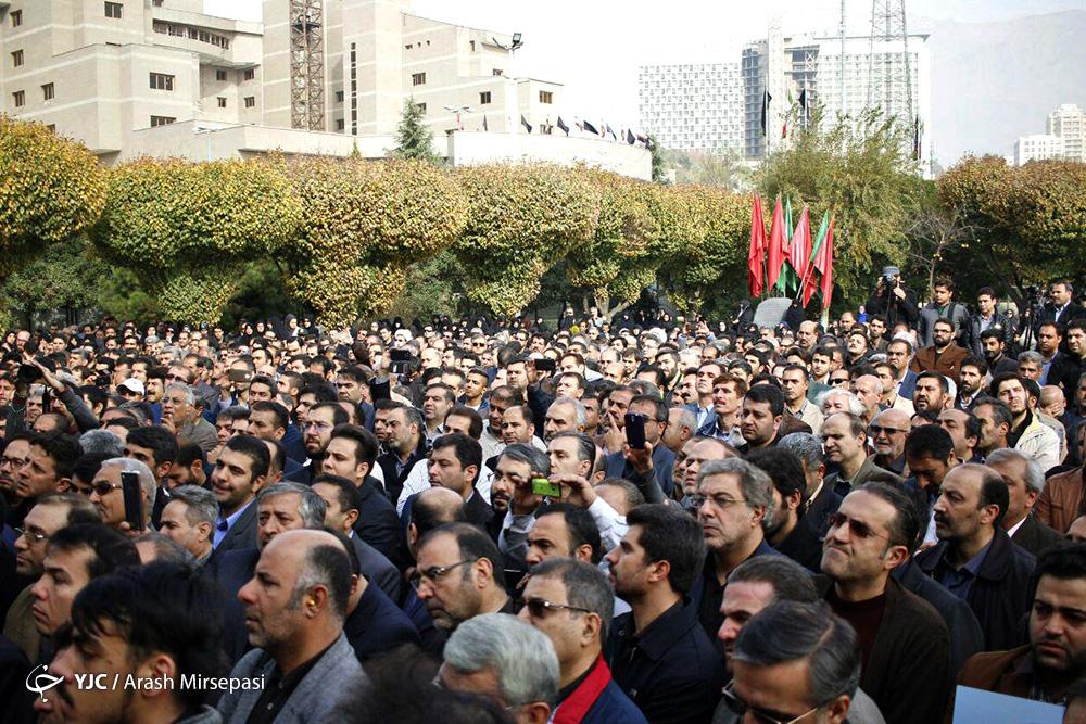 لحظه به لحظه با تشییع پیکر راوی صادق/ وداع با شکوه مردم با خبرنگار شهید محسن خزایی + تصاویر