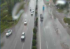 بارش باران و ترافیک نیمه سنگین  در جادههای کشور
