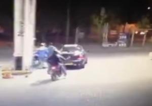 فیلم: لحظهی غافلگیری زورگیران بی رحم هنگام چاقو کشی