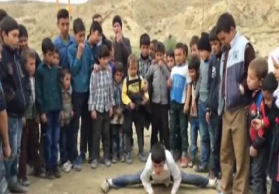 باشگاه خبرنگاران - آمادگی جسمانی فوقالعاده دیدنی نوجوان روستایی + فیلم