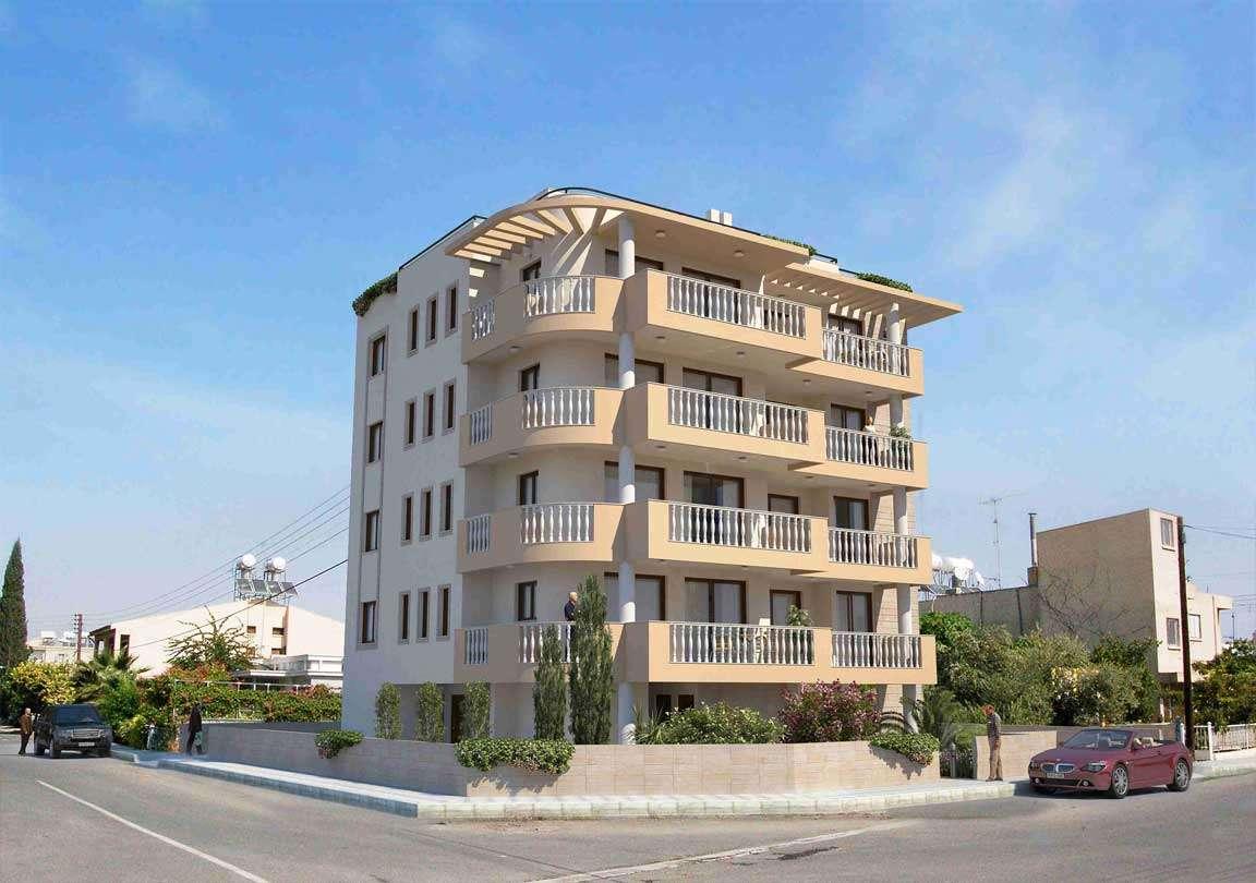 از مقایسه تندر 90 و ساندرو تا قیمت آپارتمان در خیابان حافظ