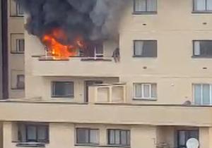 فرار زن گرفتار از شعلههای آتش سوزی یک مجتمع مسکونی در مشهد + فیلم