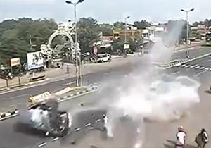 تصادف دو خودرو در تقاطع + فیلم