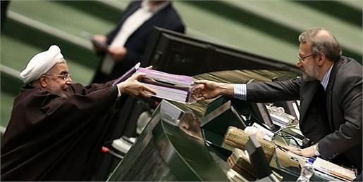 دلار3300 تومان و نفت بشکه ای 50دلار /درآمد مالیاتی حدود 112 هزار میلیارد تومان برآورد شد