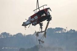باشگاه خبرنگاران - عملیات نجات بالگرد سقوط کرده در دریاچه چیتگر