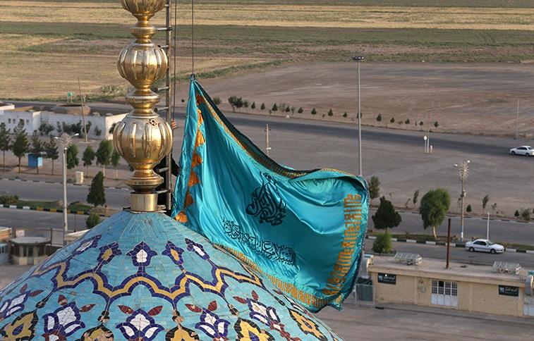 پرچم مقدس جمکران بر فراز برج میلاد