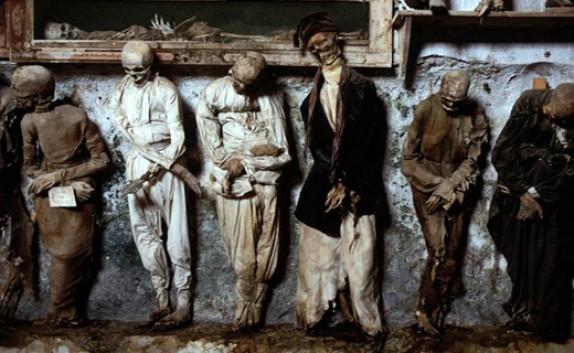 باشگاه خبرنگاران - دیدن 8 هزار مومیایی کشف شده در موزه مرگ + تصاویر