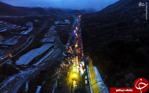 عکس/ تصادف زنجیرهای ۵۶ خودرو در چین