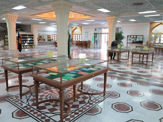 برپایی نمایشگاه کتاب های خارجی در کتابخانه آستان قدس رضوی