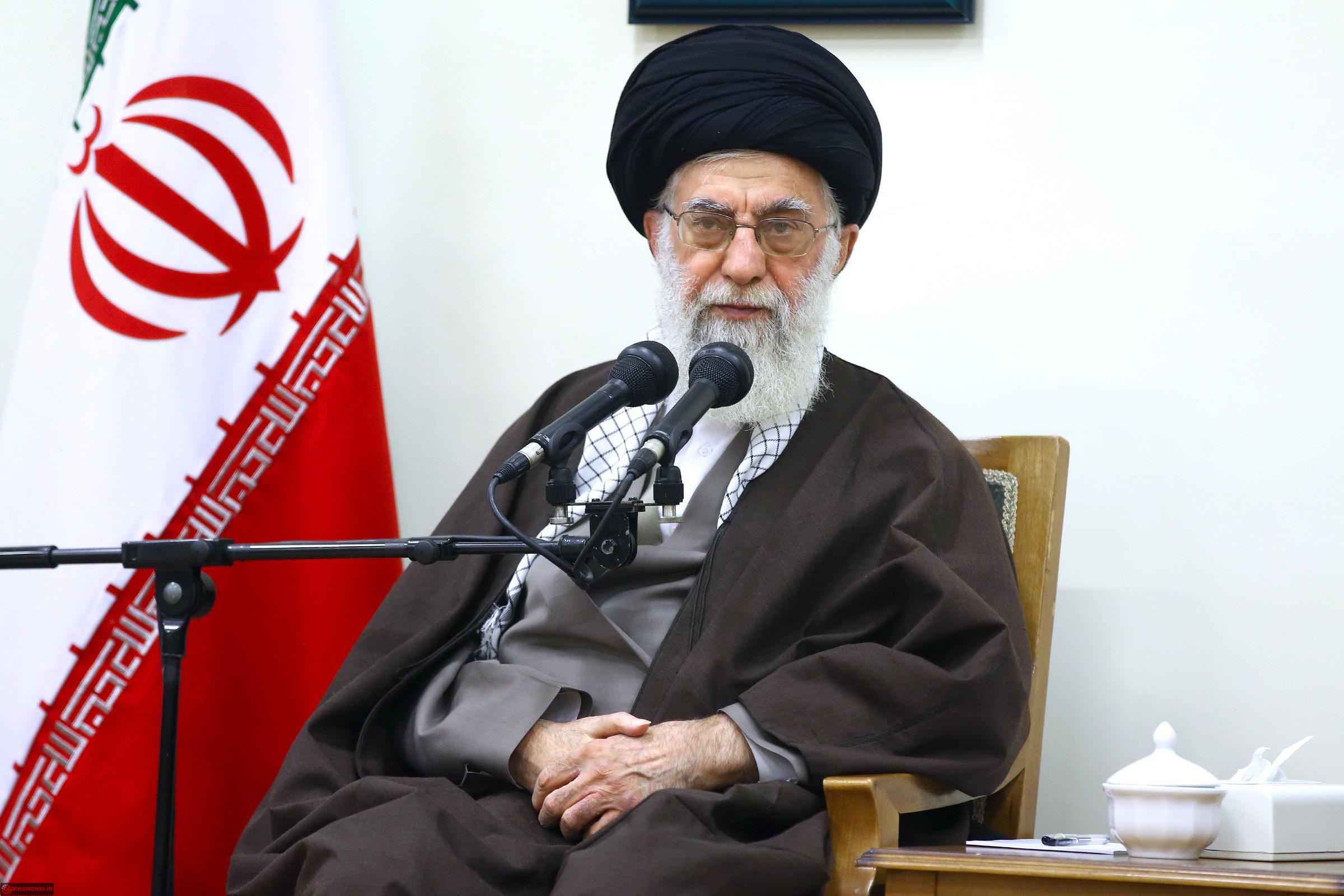 آحاد مسئولان و مردم در دفاع از نظام اسلامی باید احساس مسئولیت کنند