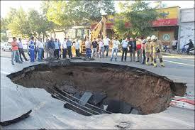فرونشست زمین در بافت فرسوده خیابان مولوی/ حادثه مصدومی نداشته است