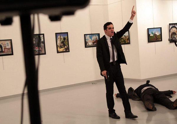 سفیر روسیه در آنکارا در پی حمله مسلحانه درگذشت + عکس