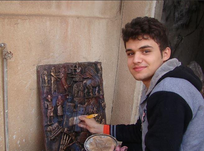 نوجوانی که با هنر مجسمهسازیاش به جنگ داعش رفته است+ عکس