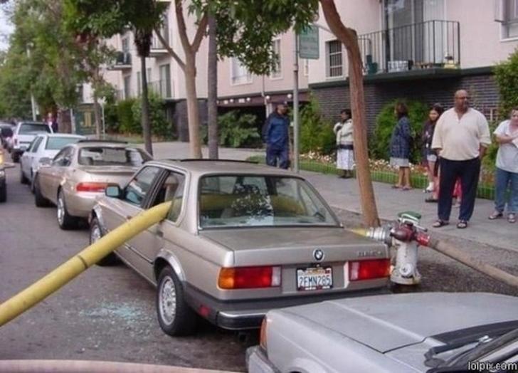 تصاویری خندهدار از عاقبت پارک نامناسب خودرو  + 12 عکس