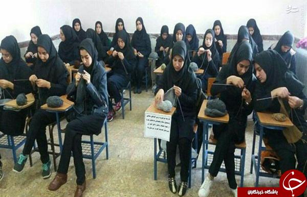 عکس/ بافت کلاه برای «مدافعان حرم» در دبیرستان دخترانه