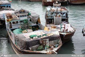 جاسازی ۱۰ کانتینر کالای قاچاق تهِ یک لنج