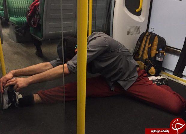 متعجب شدن مردم از حرکت این مرد در مترو