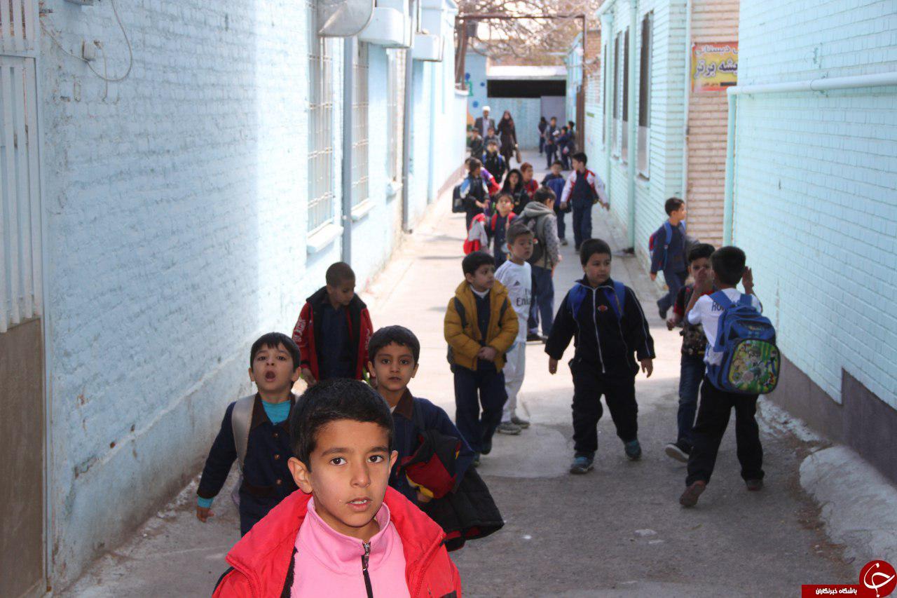 خروج دانشجویان و دانش آموزان به دلیل وقوع زلزله+تصاویر