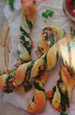طرز تهیه نان پیچ اسفناج