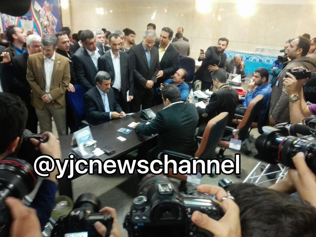 محمود احمدی نژاد در انتخابات ریاست جمهوری ثبت نام کرد+تصویر