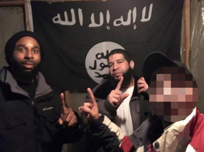 بازداشت دو مرد در ایلینوی آمریکا/ مظنون: دوست داشتم پرچم داعش را بالای کاخ سفید ببینم