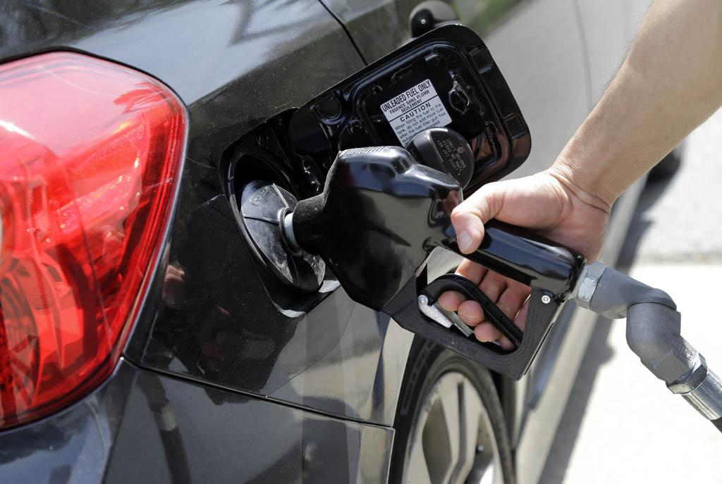 افزایش بی رویه مصرف بنزین در کشور ادامه دارد/ ماجرای خودروهایی که بدون برنامه ریزی سوخت می خورند!,