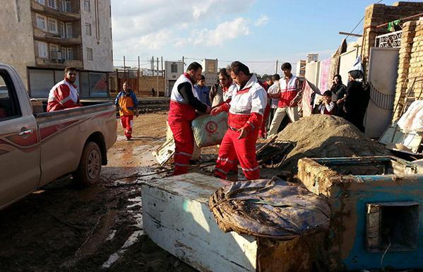 سیل و آبگرفتگی در 2 استان غربی کشور/ امدادرسانی به 15 روستا ادامه دارد