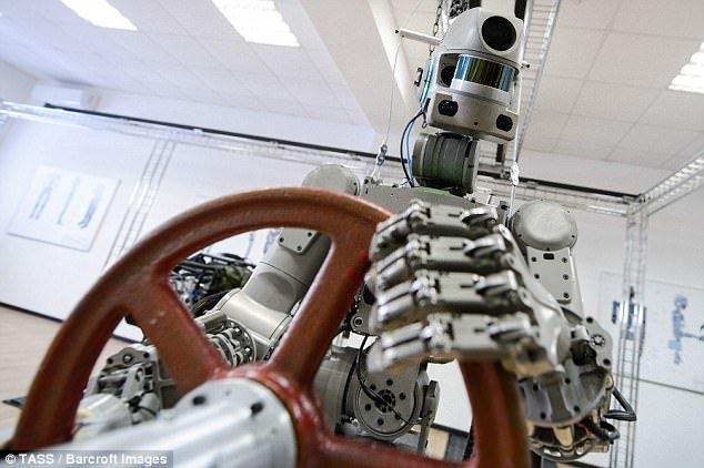 کمک گرفتن روسها از رباتهای انساننما در سفرهای فضایی +تصاویر