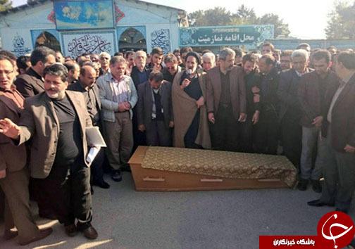 اقامه نماز بر پیکر عارف لرستانی در کرمانشاه
