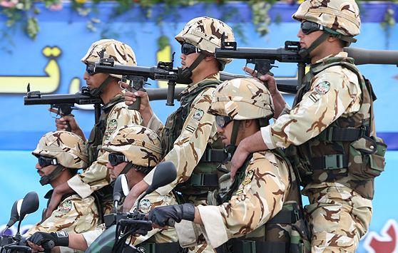 یگانهای محمول نیروی زمینی ارتش از مقابل جایگاه عبور کردند