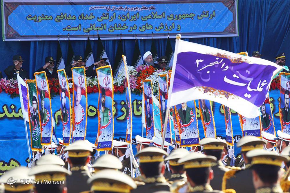 آغاز مراسم رژه ارتش جمهوری اسلامی ایران در جوار بارگاه امام راحل/ روحانی: نیروهای مسلح در خط مقدم حفظ منافع ملی هستند