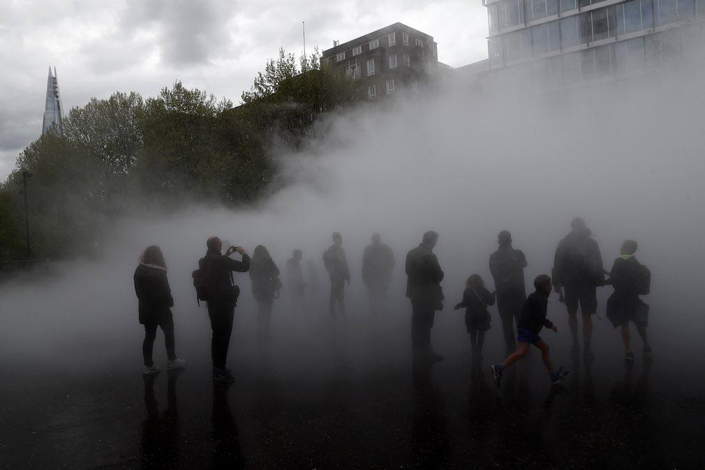 مردم در مه +عکس