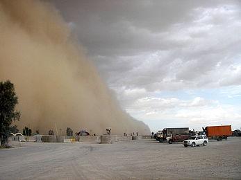 جاده فهرج ـ زاهدان بر اثر طوفان شن مسدود شد