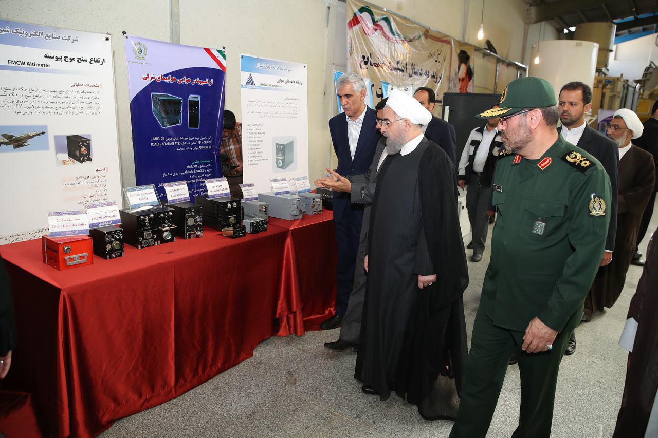 روحانی از نمایشگاه شرکت صنایع الکترونیک شیراز بازدید کرد/ رونمایی از ۱۲ محصول تولیدی