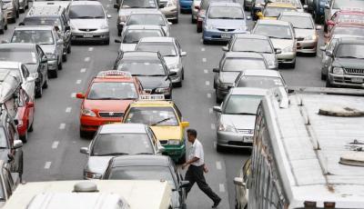کار در کنار اجساد؛ جریمه رانندگان متخلف تایلند