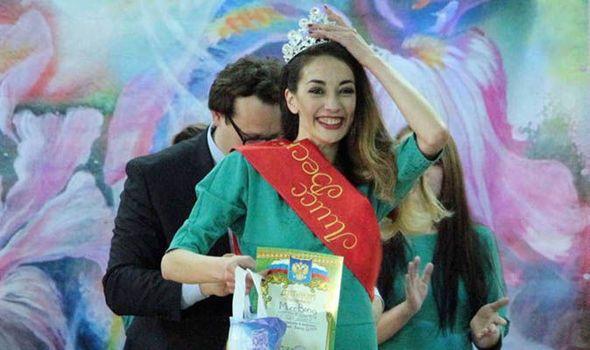 زن قاچاقچی مواد مخدر، ملکه زیبایی زندان شد! +تصاویر