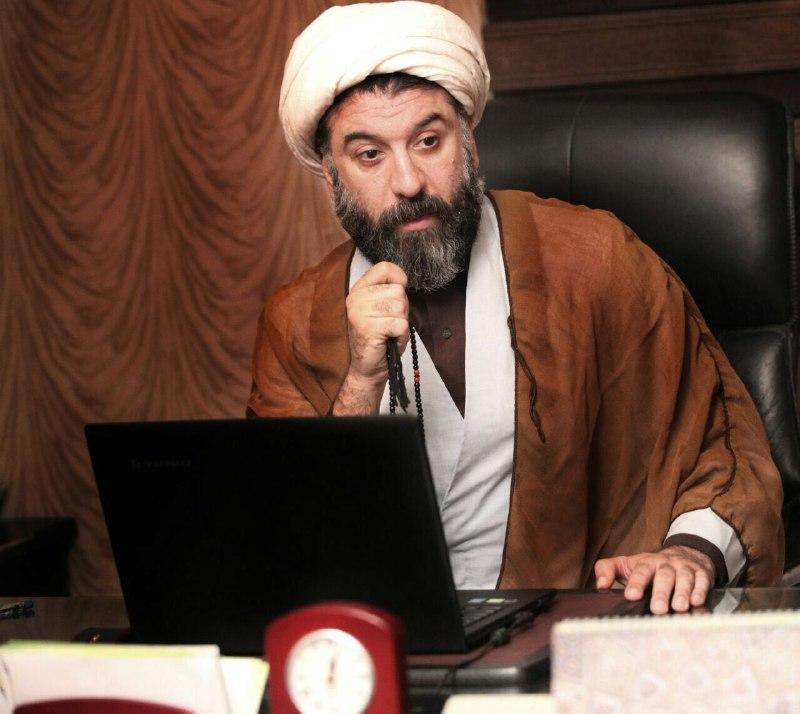علي انصاريان در نمايی از فيلم سينمايی «فقط صدا می ماند»