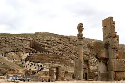 باشگاه خبرنگاران -بازدید مسافران نوروزی از تخت جمشید _ شیراز