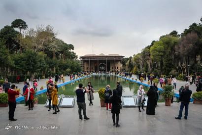 باشگاه خبرنگاران -بازدید مسافرین نوروزی از کاخ چهل ستون - اصفهان