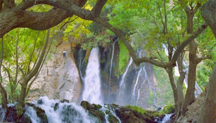 گذری از بهشت گمشده ایر ان زمین به سوی آبشار زیبای مرودشت