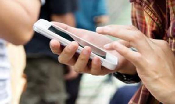 باشگاه خبرنگاران -معتادانِ آنلاین!/ اعتیاد به فضای مجازی عاقبت گردشهای اینترنتی/ خانوادههای ایرانی،در طول شبانه روز ۱۵ دقیقه صحبت میکنند