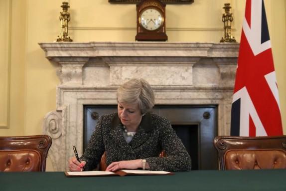 آغاز رسمی روند خروج انگلیس از اتحادیه اروپا