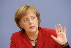 مرکل: آلمان باید حرکت به سمت رفاه را ادامه داد