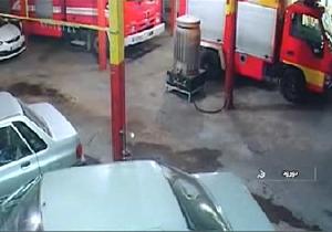 لحظه تصرف ماشین آتش نشانی توسط آشوبگران در دورود + فیلم