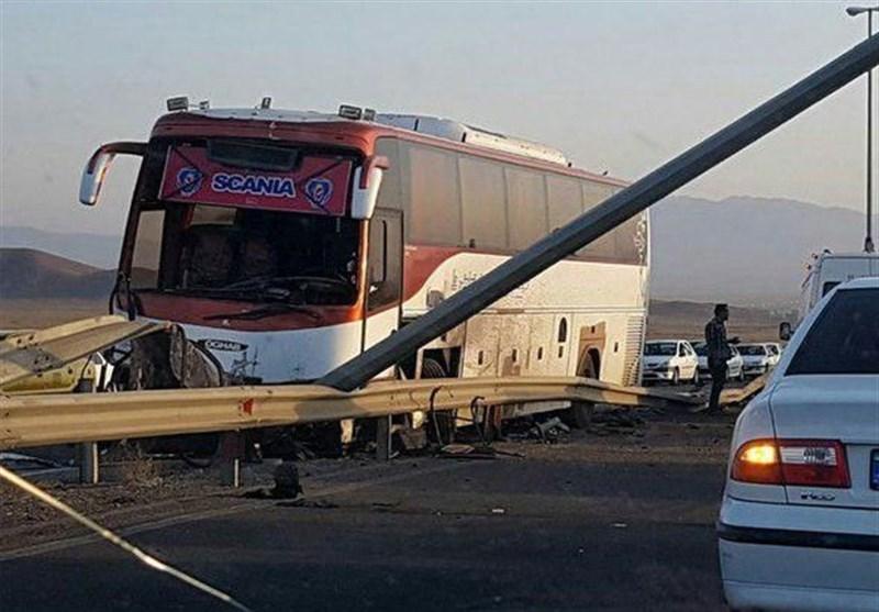 ۲۴ مصدوم  در انحراف اتوبوس در محور چناران ـ مشهد