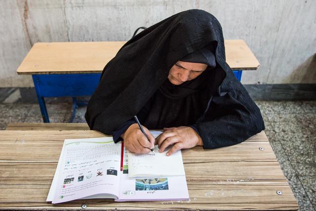 جزئیاتی از سواد آموزی مهاجرین افغانستانی در ایران