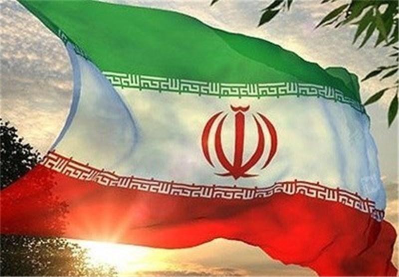 لحظه بر افراشته شدن پرچم ایران در میدان شهید جوکار، جایی که فتنه گران پرچم را از آن پایین آوردند + فیلم