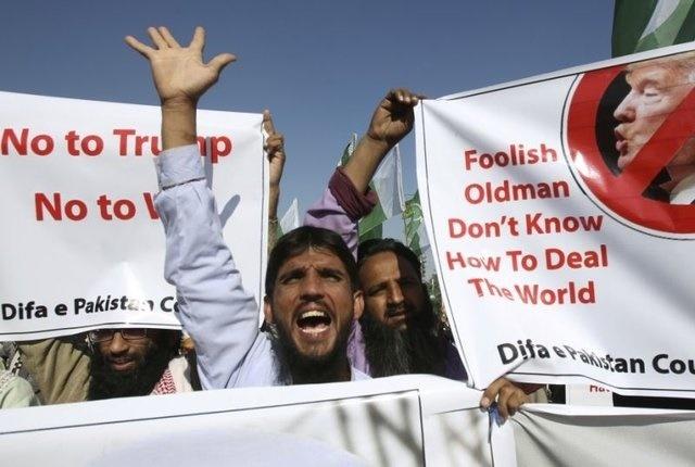 تظاهرات مردم پاکستان علیه توئیت جنجالی ترامپ + تصاویر
