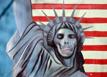 تحلیلگر آمریکایی: دعوت به مداخله نظامی مردم ایران را در برابر قدرت مداخله جو متحد خواهد کرد